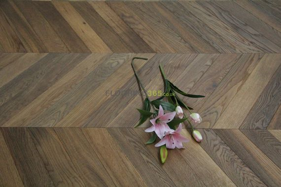 Sawbury Elite Engineered Smoked Brushed and Oiled 90mm x 18/4 Chevron Wood Flooring (Wooden Flooring)