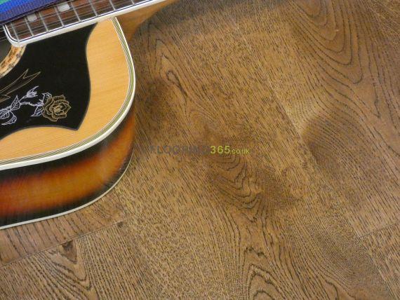 Twickenham Engineered Golden Oak Lacquered & Handscraped Click Lok 190mm x 15/4mm Wood Flooring