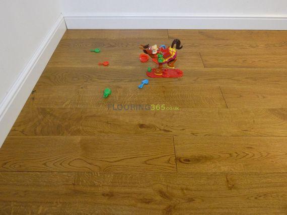 Hillingdon Elite Engineered Golden Oak Handscraped 180mm x 20/6mm Wood Flooring
