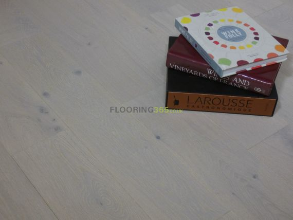 Barnworth Engineered White Oak Brushed and Lacquered 150mm x 18/5mm Wood Flooring